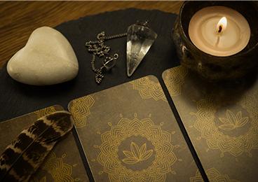 Voyance avec Carte oracle & pendule : votre voyante à Reims